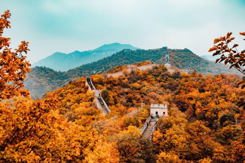 Ausblick auf die chinesische Mauer im Herbst