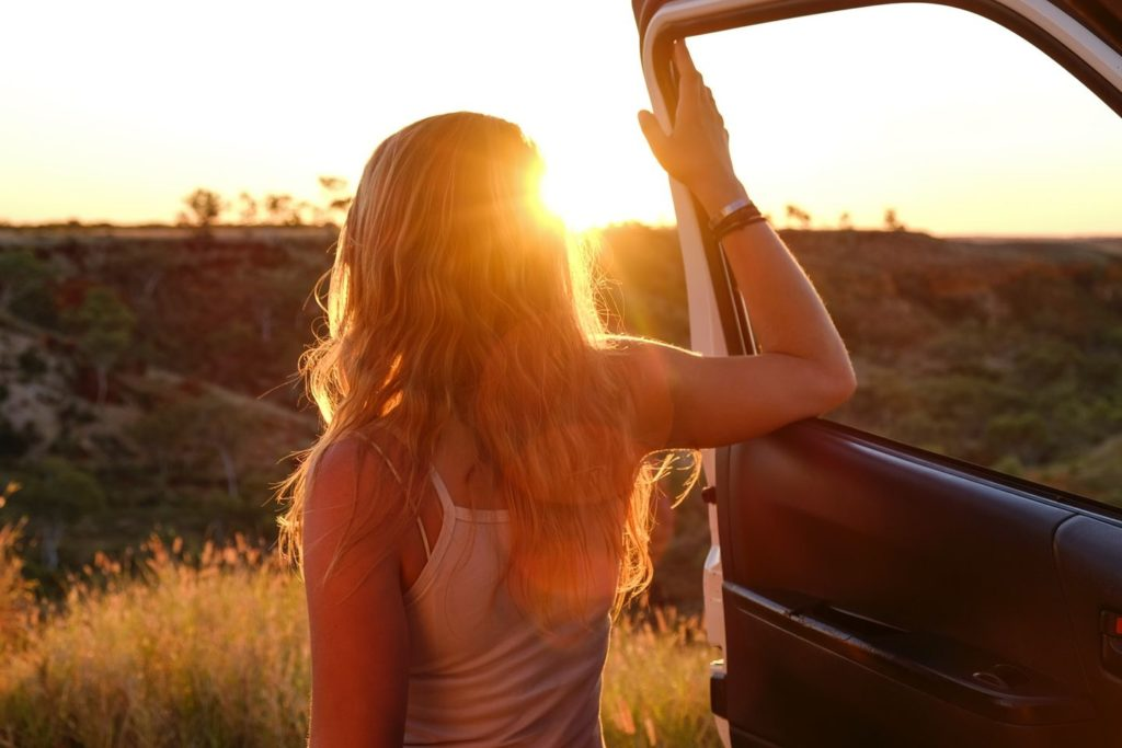 Work & Traveller beim Sonnenuntergang