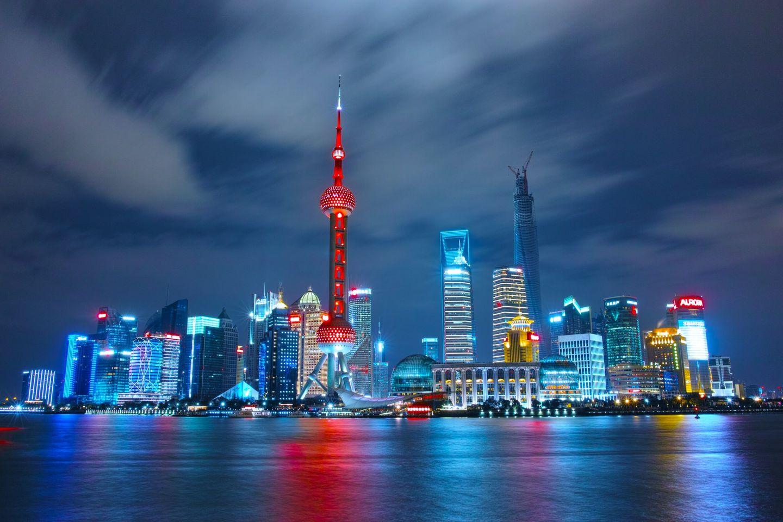 Skyline von Shanghai bei Nacht