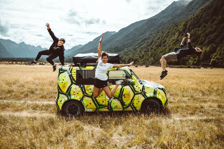 Gruppe von Work & Travellern auf einem Roadtrip in Neuseeland