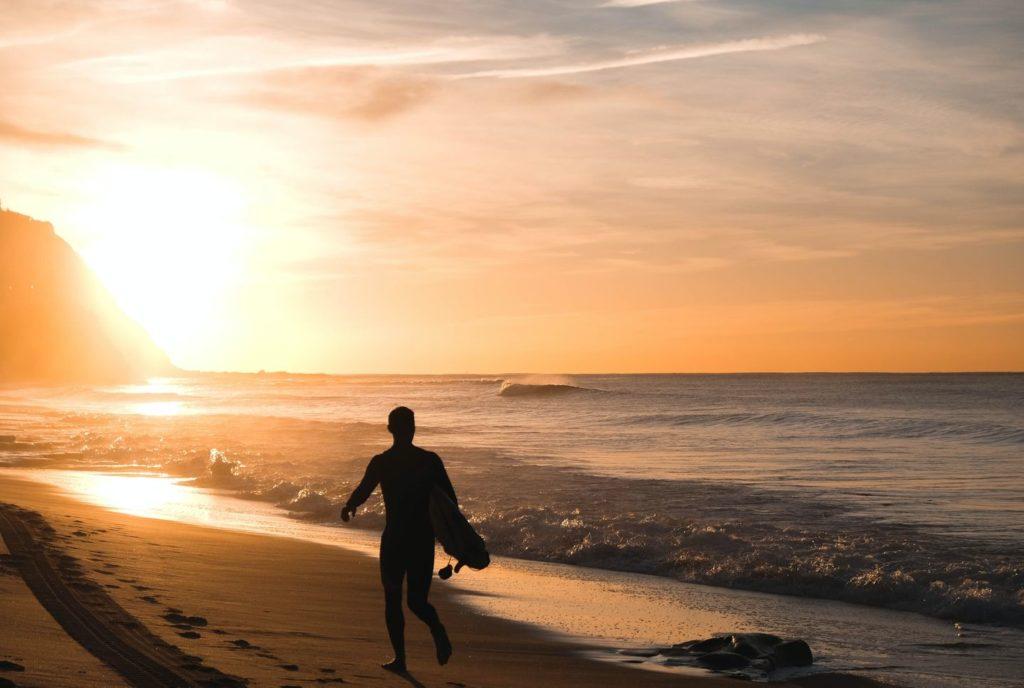 Surfer am Strand in Australien