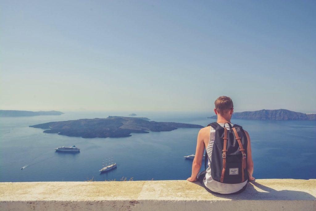 Work and Traveller schaut aufs Meer
