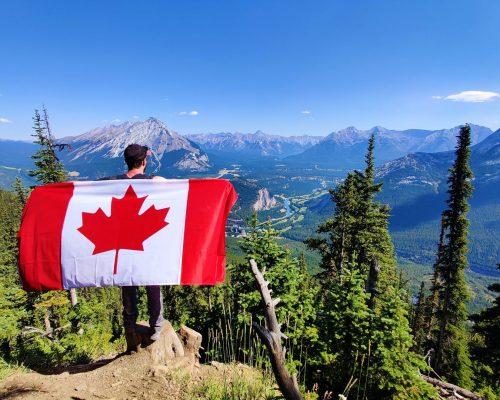 Work & Traveller mit Kanada Flagge